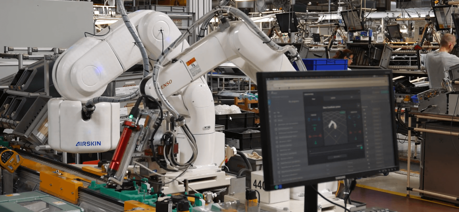 fenceless robotic assembly application with a robot that is equipped with AIRSKIN