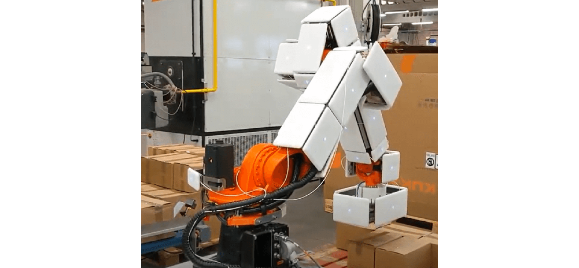 fenceless palletizing application with a robot that is covered with AIRSKIN