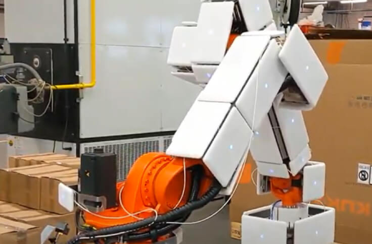 fenceless palletizing application with a robot covered that is covered by airskin