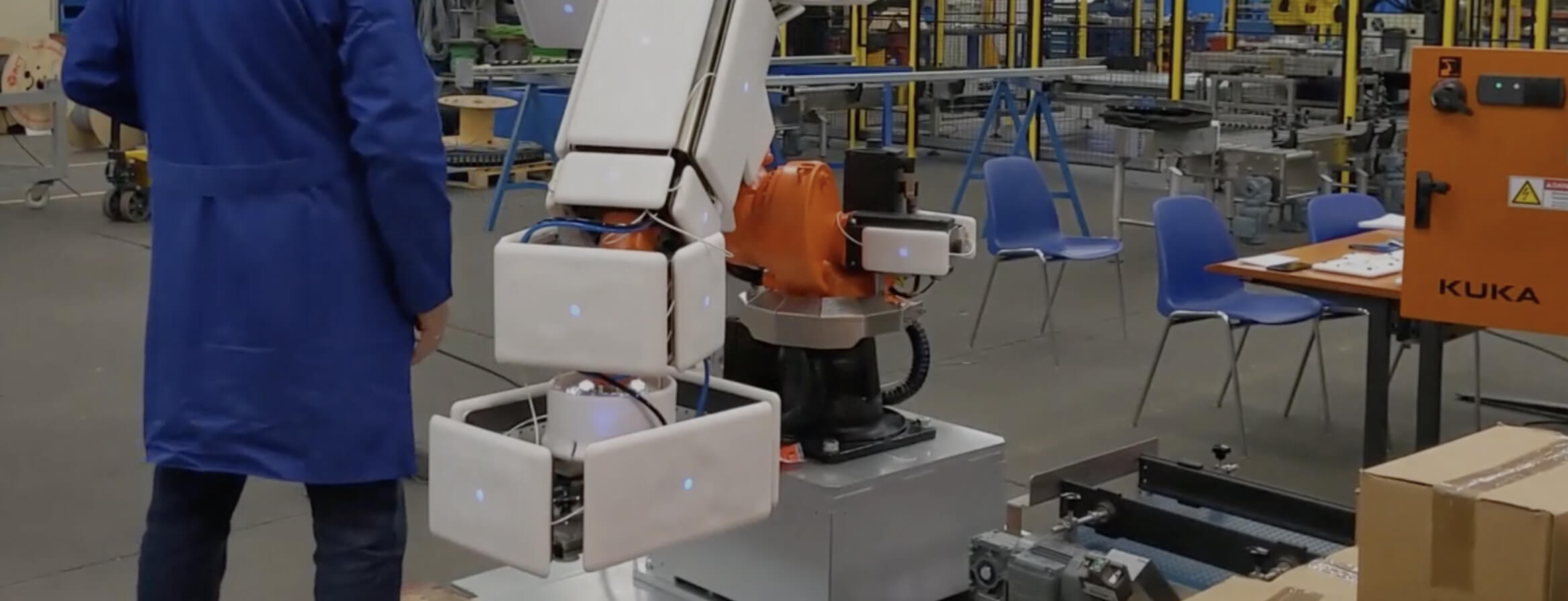 fenceless collaborative robot application with a robot that is covered by airskin