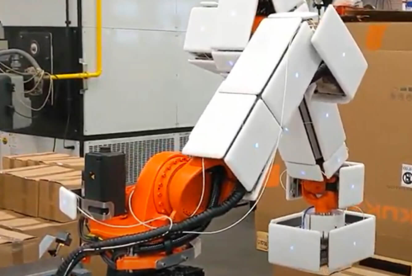 fenceless palletizing application with a robot that is covered by airskin